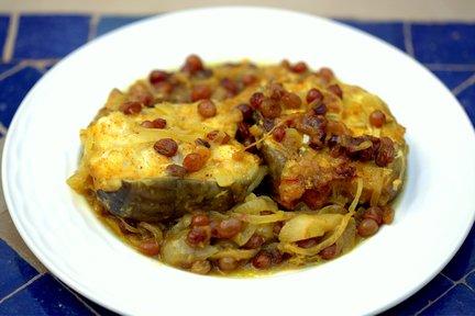 448 – Fish Tagine with Onions and Raisins / طاجين سمك بالبصل والزبيب