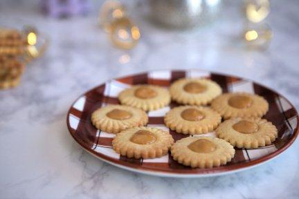 729- صابلي بالكاراميل على شكل زهرة / Flower Caramel Cookies