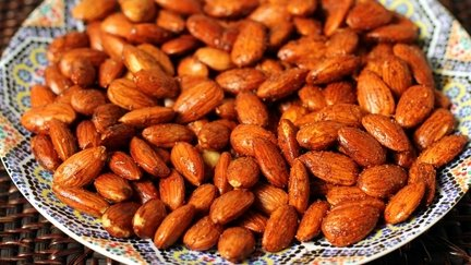 Alia's Tips: Roasted Almonds Moroccan Style!