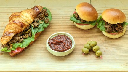 383 – Meat Croissant Sandwiches and Sliders / شطائر اللحم
