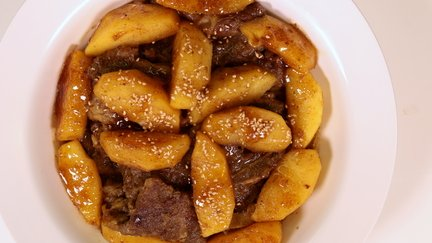 421 – Beef Tagine with Apples / طاجين اللحم بالتفاح