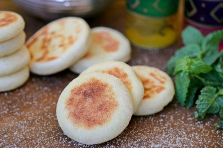 485- Mkhamer (batbout), pan fried breads / المخامر (بطبوط)، خبز المقلاة