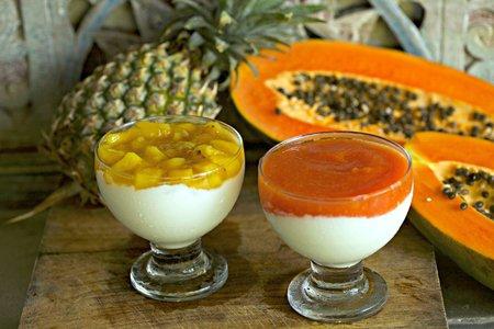 490- Mhallabia with Exotic Fruit Sauce / المهلبية بصلصة الفاكهة
