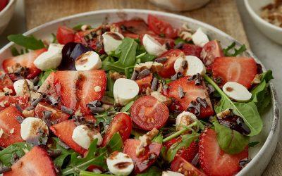 856- Strawberry & Mozzarella Salad with Chocolate Vinaigrette / سلطة الفراولة والموزاريلا بصلصة الشوكولاتة